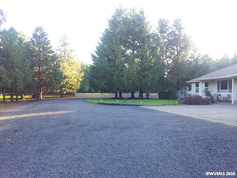 40182 Mountain Home Dr, Sweet Home, OR 97386
