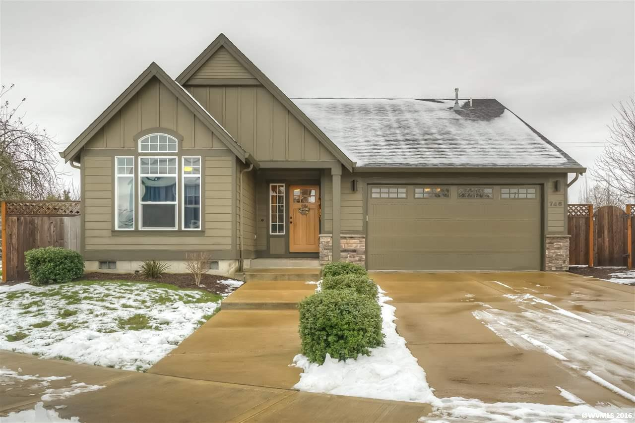 746 Maple Dr, Independence, OR 97351