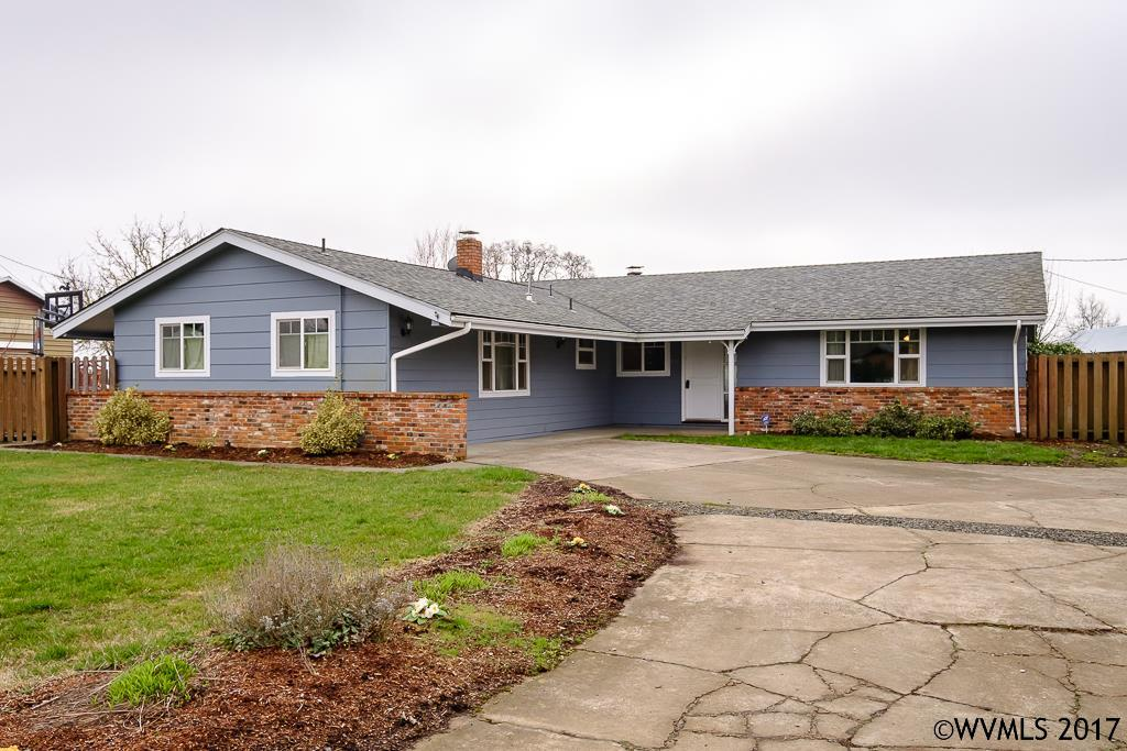 410 E Blakely Ave, Brownsville, OR 97327