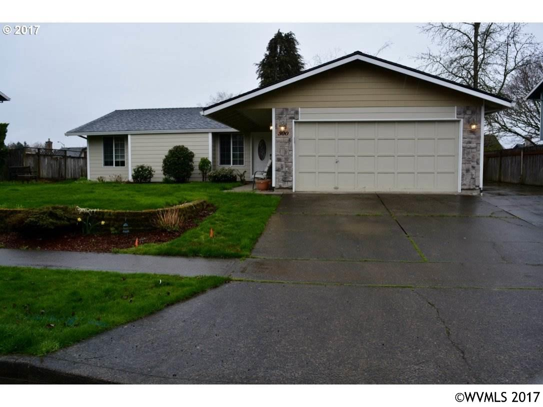 Photo of 300 E Foothills Dr  Newberg  OR
