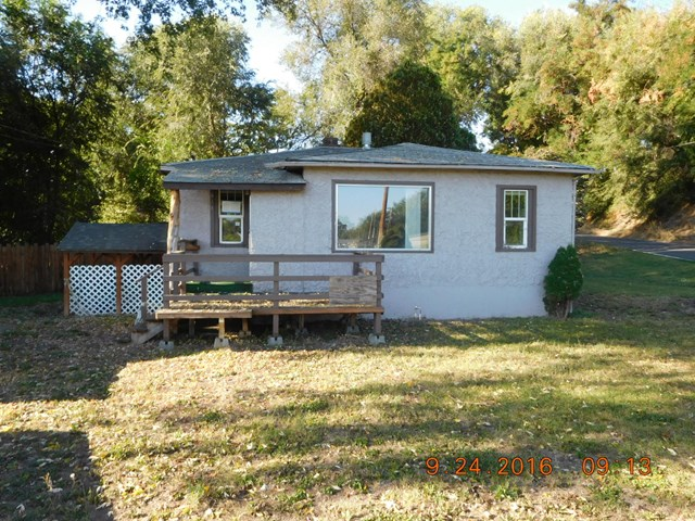 613 SW 6th St, College Place, WA 99324
