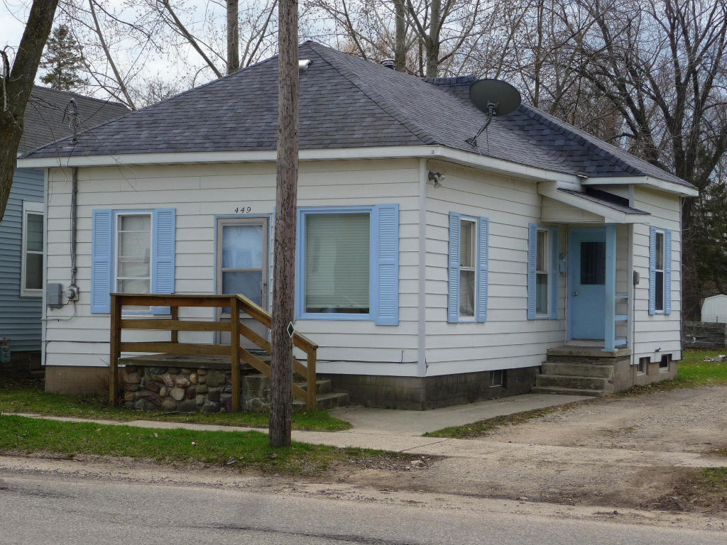 Photo of 449 W STATE Street  Cheboygan  MI