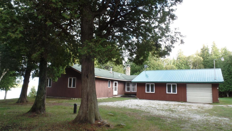 2255 S Forest Ln, Cedarville, MI 49719