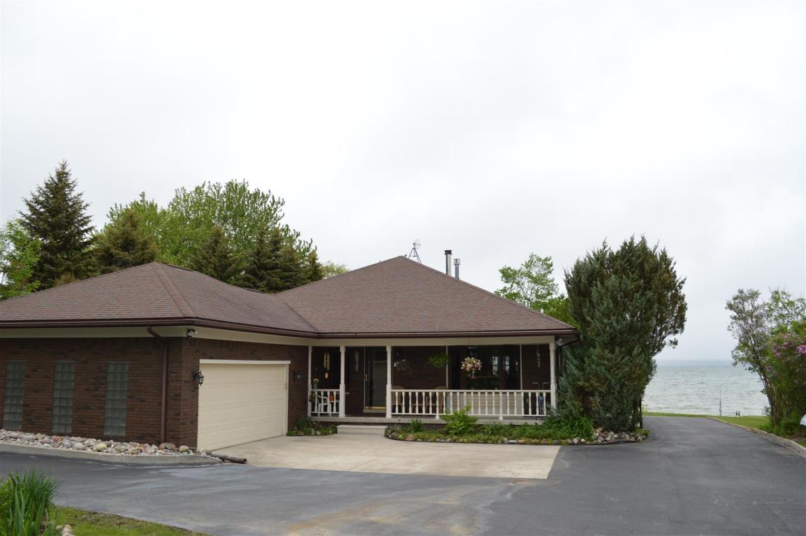 893 Needle Pointe Drive, Cheboygan, Michigan